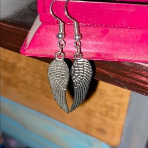 Darling wing, feathered earrings, silver.